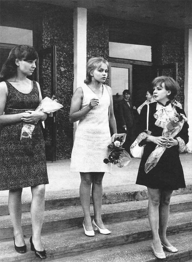 Архивные и интересные фотографии знаменитостей