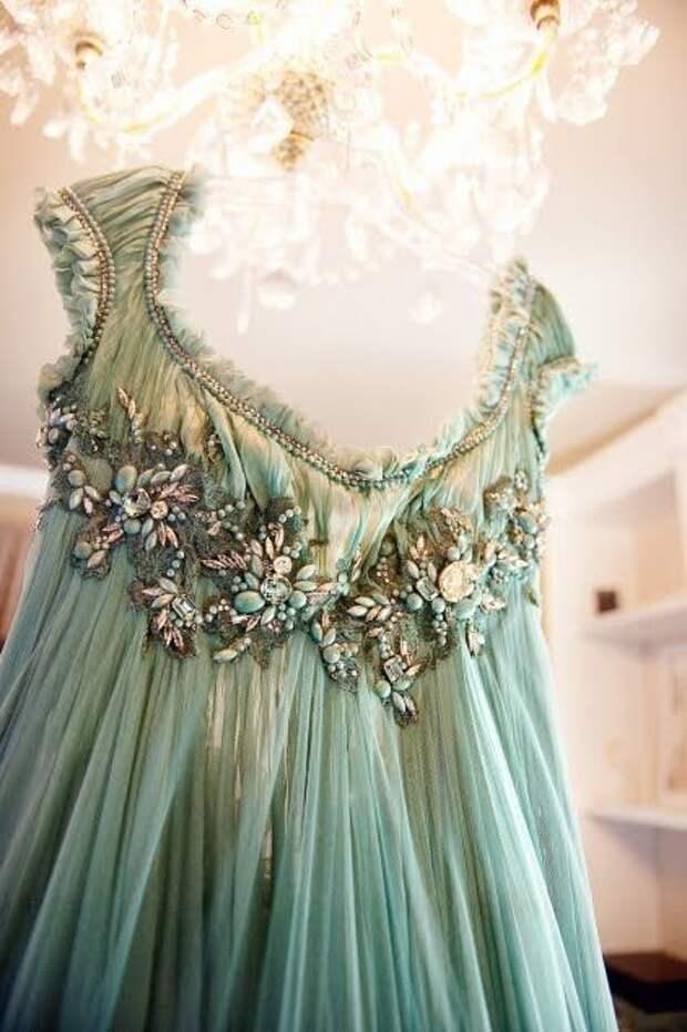 Платья с вышивкой (подборка)