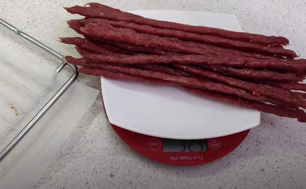Делаем 30 мясных колбасок всего из 700 граммов мяса