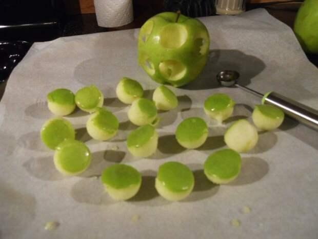 Разделываем яблоки.