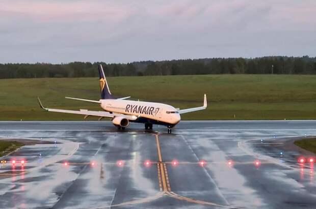 Посольство РФ проверяет данные о задержании россиянки на рейсе Ryanair