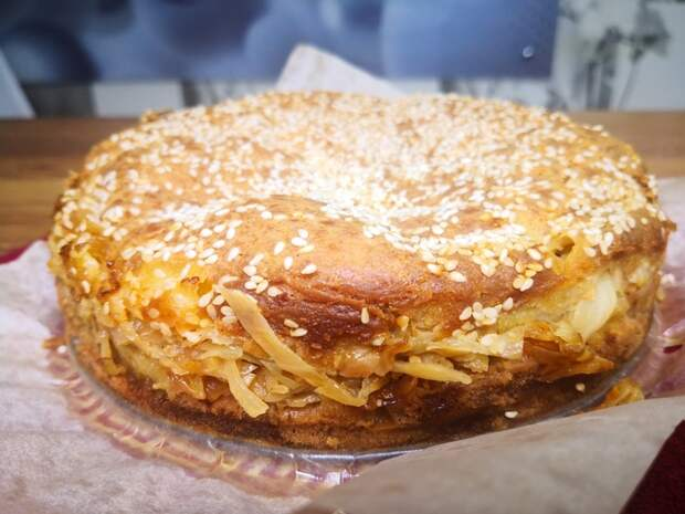Фото к рецепту: Заливной пирог с капусты