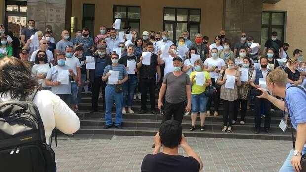 Более 16 тысяч человек подписали петицию против сноса аксайских рынков