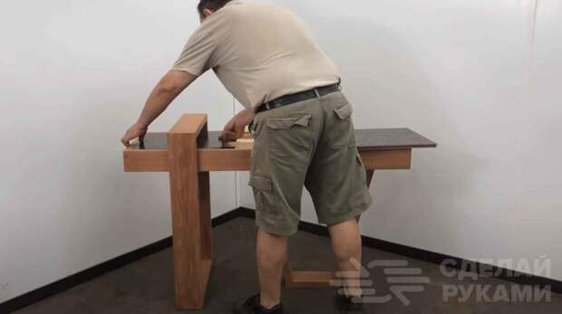 Оригинальный домашний стол из дерева и керамической плитки