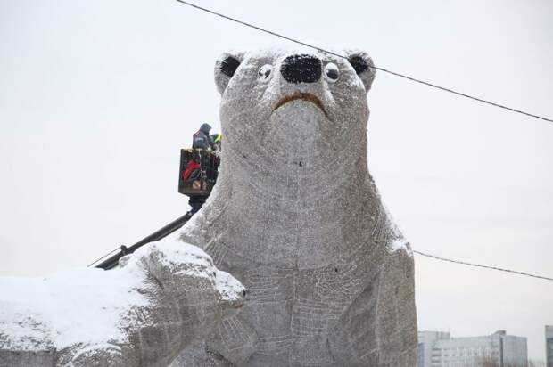 Белый медведь у Ростокинского акведука вновь обрел зрение