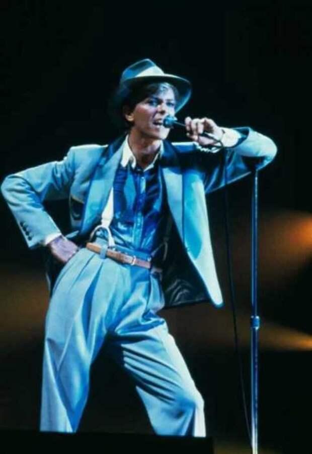 Тур в поддержку альбома «Серьёзный лунный свет», 1983 год.