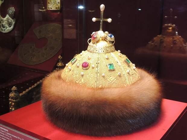 «Корона» русских царей: кому на самом деле принадлежала шапка Мономаха