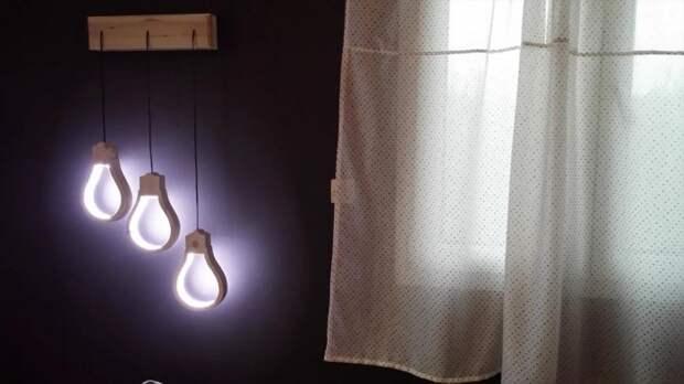 Деревянный светильник в форме лампы
