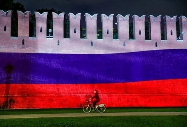 Кремлевская стена в Москве, Россия, 12 июня 2020 года. REUTERS/Maxim Shemetov