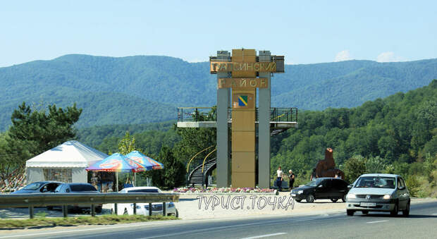 Хребтовый перевал Главного Кавказского хребта. Трасса М4-Дон в Краснодарском крае