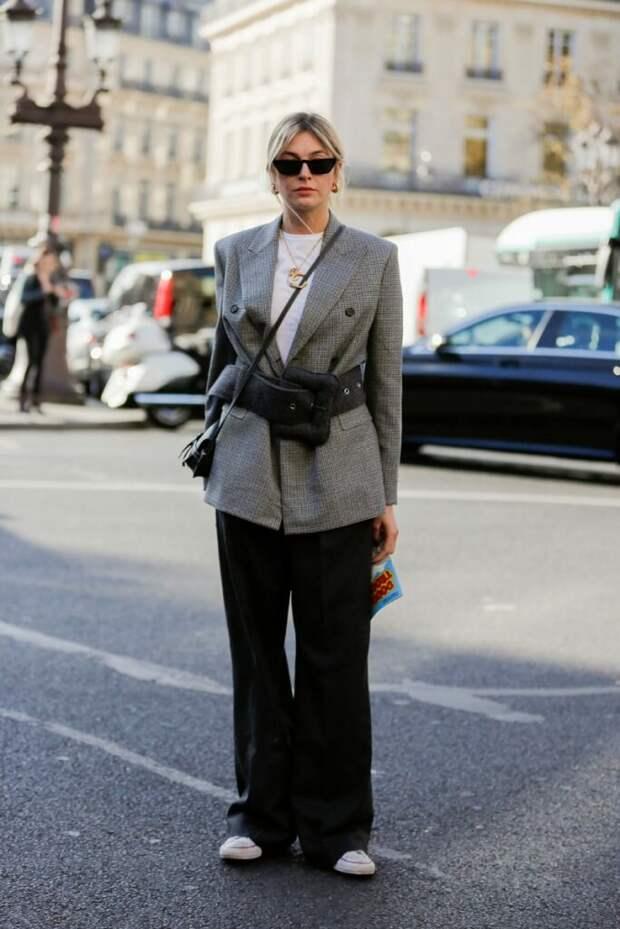 Выделяем талию, даже если ее нет: 7 классных нарядов с широким ремнем