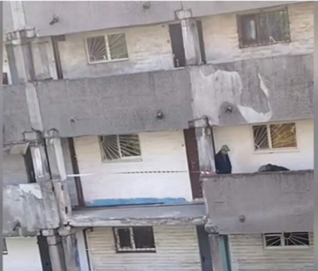 В центре Донецка обрушился балкон жилого дома