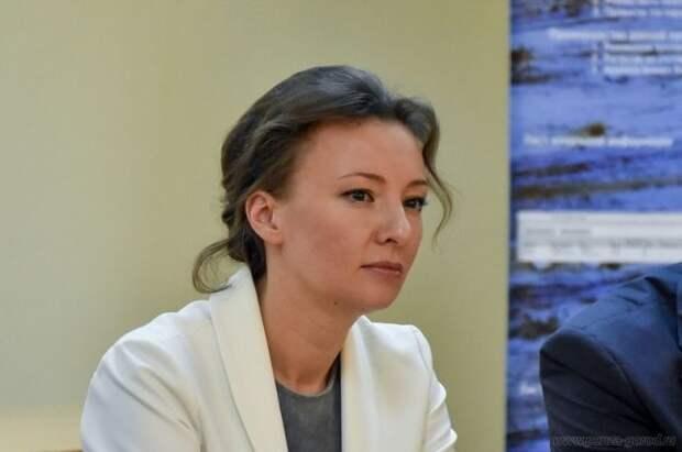 Кузнецова предложила выплачивать декретные пособия бабушкам и дедушкам