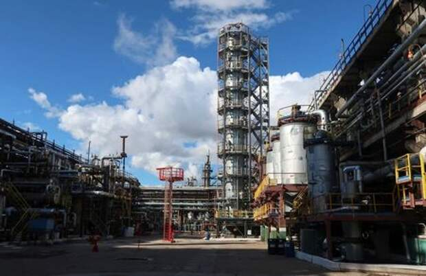 A view shows a petrochemical plant of Gazprom Neftekhim Salavat company in Salavat in the Republic of Bashkortostan, Russia August 23, 2018. Picture taken August 23, 2018. REUTERS/Maxim Nazarov