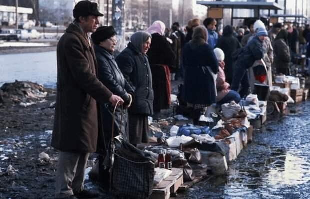 Москва. Уличная торговля в 90-е