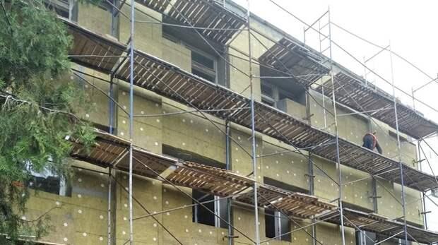 В Евпатории продолжают капитально ремонтировать больницу