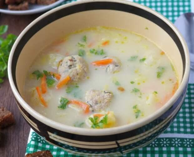 Сырный суп с фрикадельками из семги