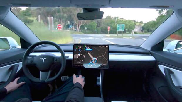 В электромобили Tesla добавили русский язык