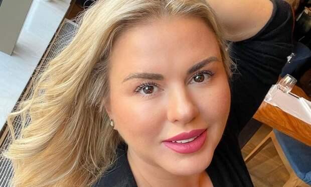 Анна Семенович оценила внешность Елизаветы Туктамышевой