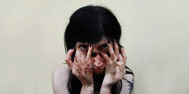 7 фактов о жизни девушки, которая живёт с 12 личностями в голове