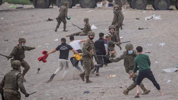 Испания борется с нелегалами в Сеуте. Как встречают беженцев и при чем здесь повстанцы в Марокко?