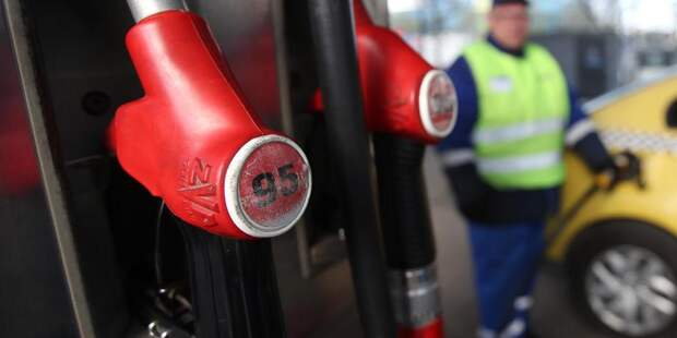 Каждая пятая АЗС недоливала бензин — Мантуров
