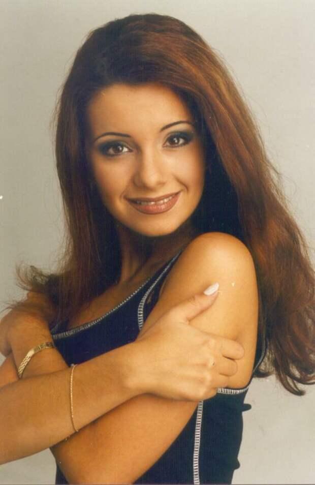 Красавицы из 90-ых. Экс-солистка женской поп-группы «Блестящие» Ольга Орлова.
