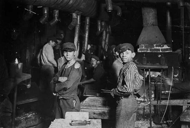 Американская стеклодувная мастерская. 1908 год