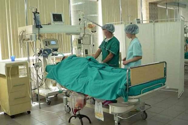 «Женщина впала в глубокую кому»: Стали известны подробности экстренной госпитализации жени Петренка