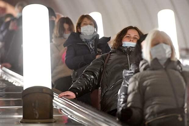Опрос: Россияне стали меньше беспокоиться из-за коронавируса