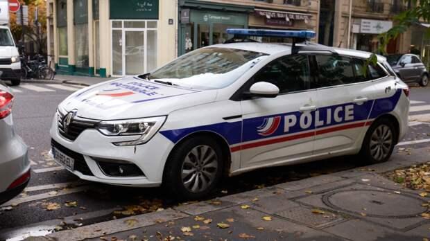 Двух подозреваемых в убийстве полицейского задержали во Франции