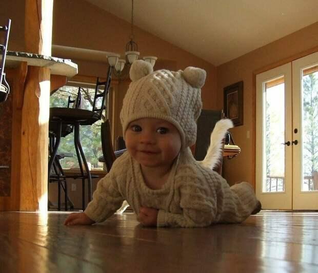 Очаровательный малыш, не правда ли? друзья, прикол, случайность, смех да и только, фото, фотобомба, юмор