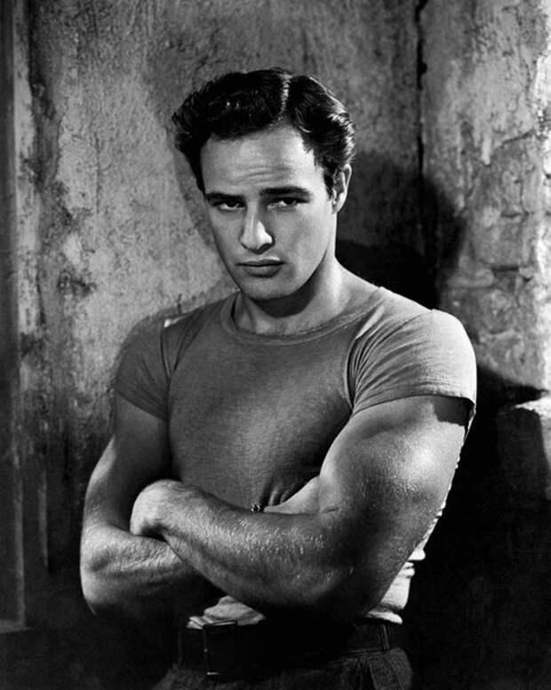 Винтажные фотографии Марлона Брандо. Одиного из самых стильных и красивых актёров в истории.