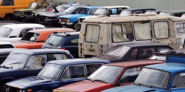 Часто ли вы встречаете во дворе брошенные автомобили? – новый опрос жителей Отрадного