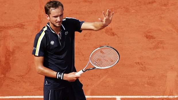 Медведев уже в 1/4 финала Ролан Гаррос! Главный русский теннисист смял чилийца и говорил с публикой на французском