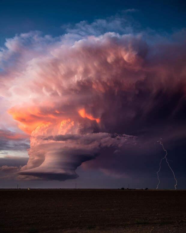 Атмосферные фотографии, сделанные охотником за торнадо