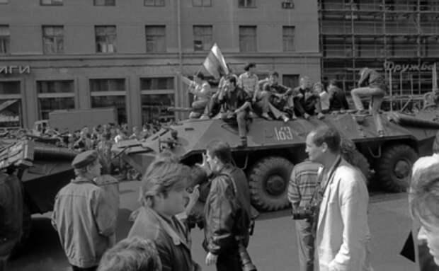Ельцин принес не свободу, а смерть: Мать, похоронившая сына, не стала молчать о трагедии