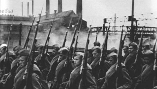 Поисковики из лицея Климовска установили имена 6 воинов из братской могилы