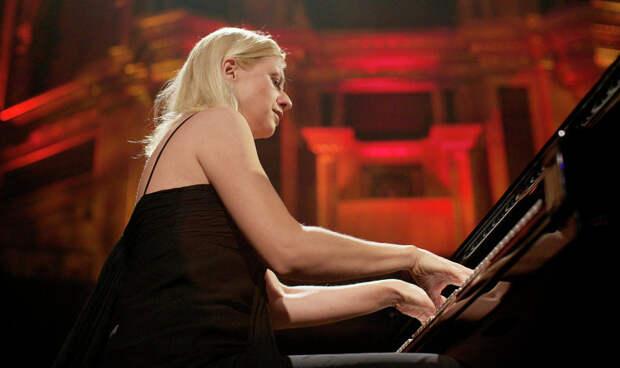 Меня поразил Донбасс: знаменитая пианистка из США рассказала о ЛДНР и Украине
