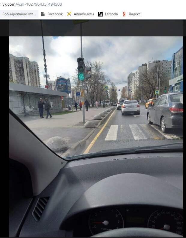 Автомобилисты у метро «Алтуфьево» попали в оптическую ловушку