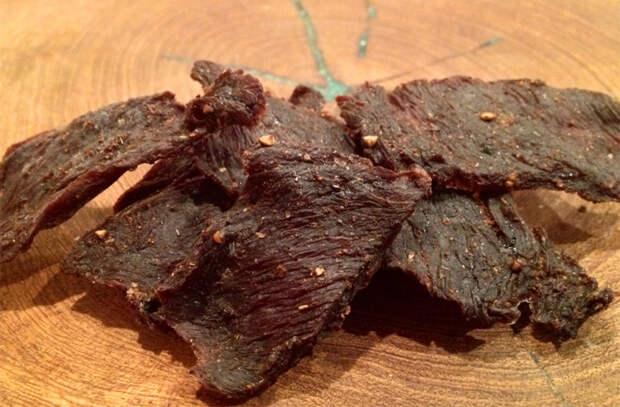 Вялим мясо в духовке: закуска вкуснее колбасы