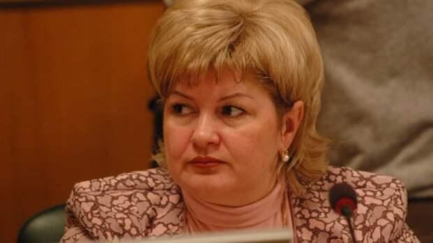 Советница ульяновского губернатора Светлана Опёнышева предложила отправлять молодых людей в армию за участие в несанкционированных акциях, а девушек – на принудительные работы.