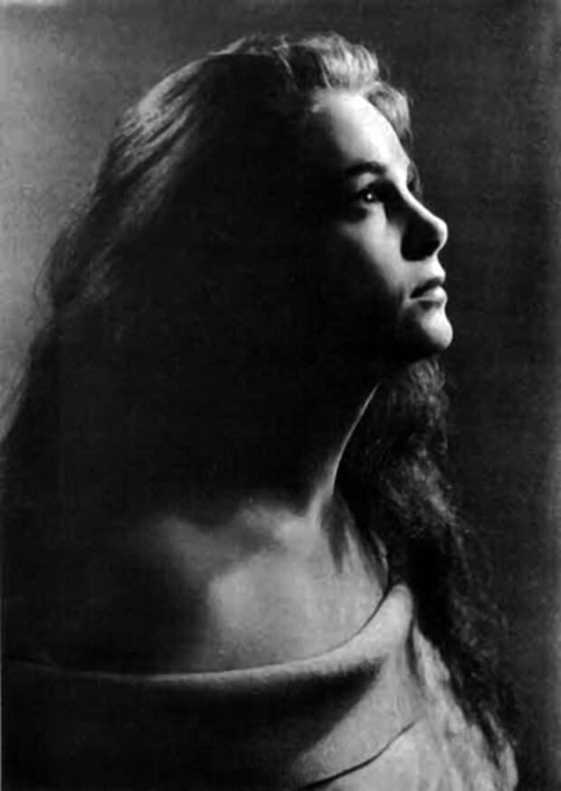 Как выглядела в детстве незабвенная Элина Быстрицкая и как преображалась ее красота на протяжении жизни, изображение №6