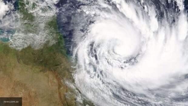 """Режим ЧС ввели во Флориде из-за надвигающегося урагана """"Исаиас"""""""