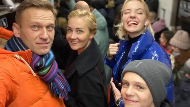 Российская оппозиция отвернулась от семьи Навального