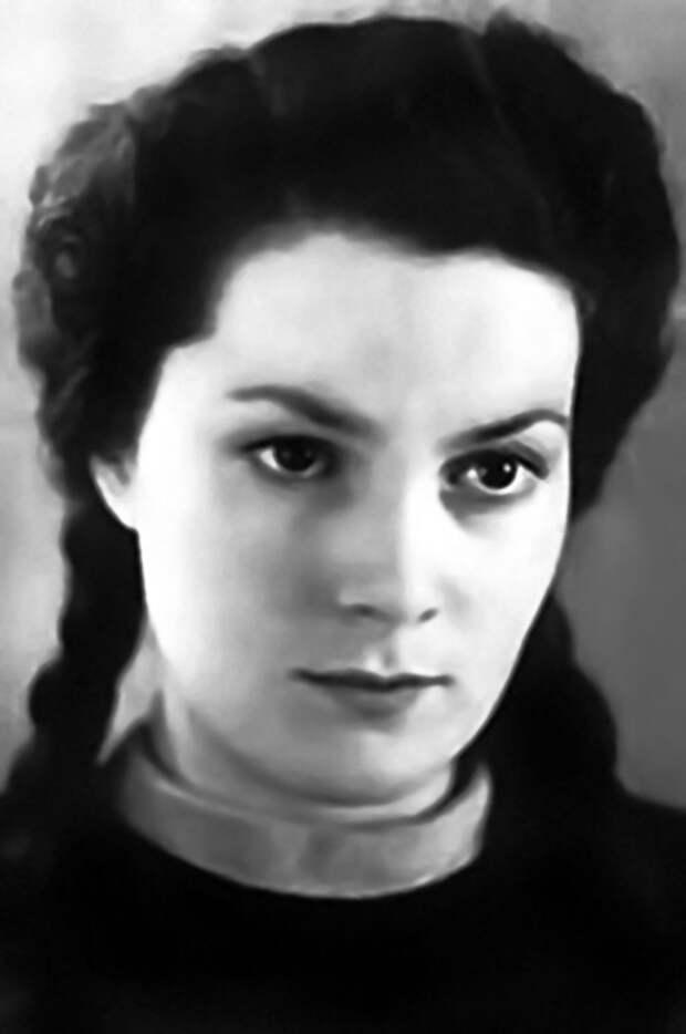 Как выглядела в детстве незабвенная Элина Быстрицкая и как преображалась ее красота на протяжении жизни, изображение №5