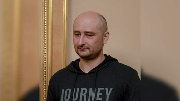 Казалось, бывший журналист Аркадий Бабченко, мечтающий «въехать в Москву на «Абрамсе», — уникальный персонаж
