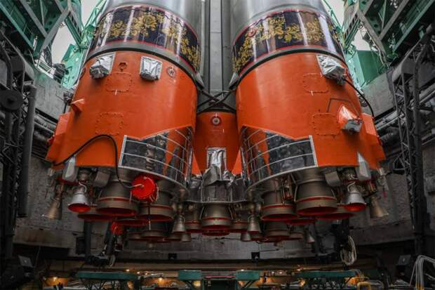 «Это не хохлома, а городецкая роспись»: В Роскосмосе прокомментировали оформление ракеты «Союз-2.1а» и её подготовку к старту с Байконура