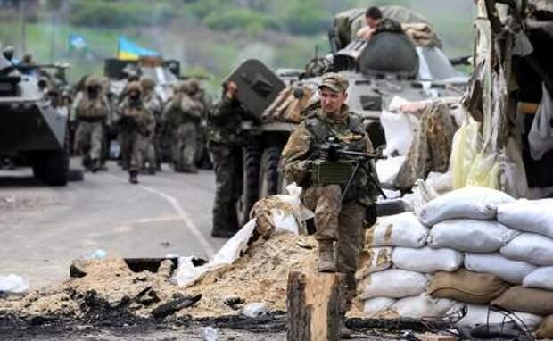 На фото: украинские военные