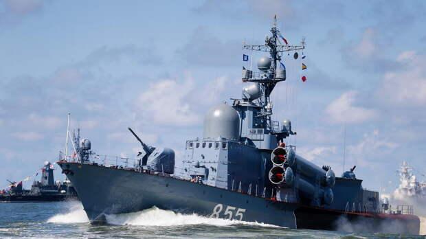 """Экс-главком НАТО опасается атак """"москитного флота"""" РФ в Черном море"""